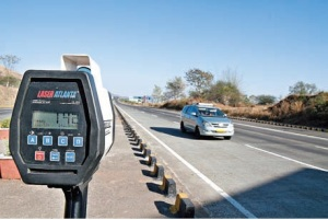 A speed gun measures a car doing 140 kmph on the expressway. All pics by Sanjay Raikar